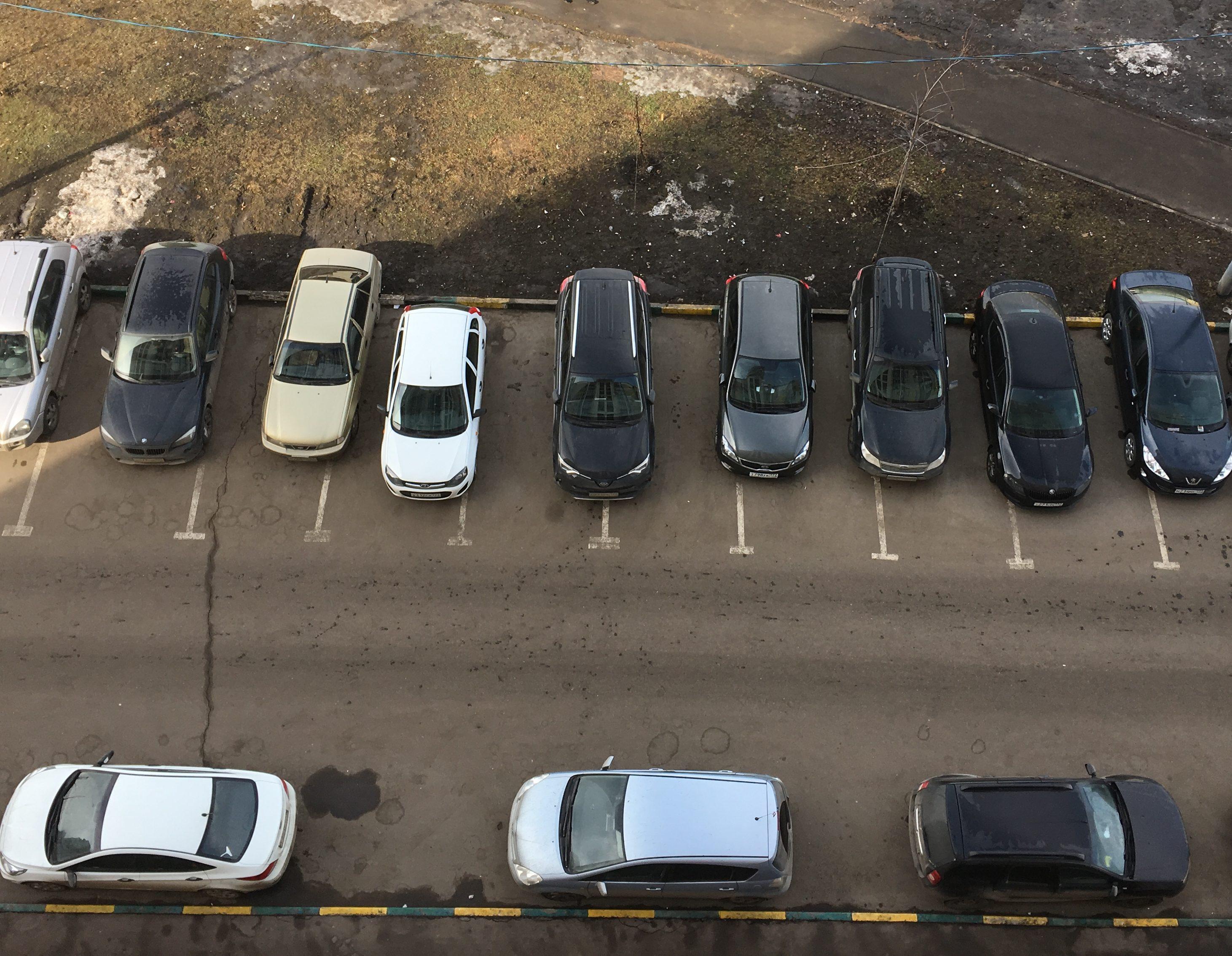 Новую парковочную зону устроят в Ватутинках в 2018 году