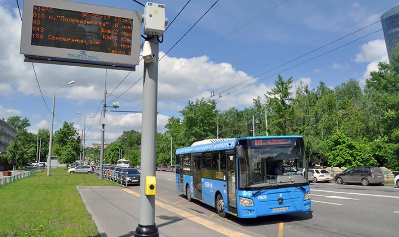 Автобусные остановки Москвы адаптировали для слабовидящих
