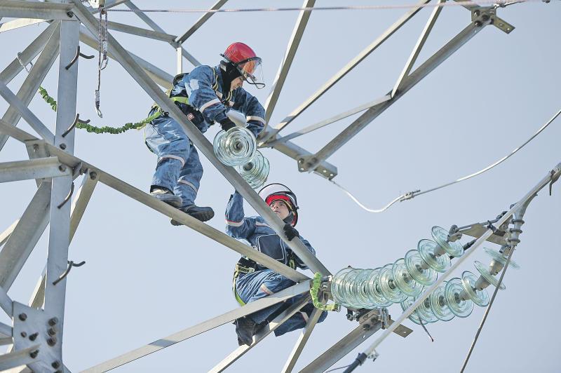 МОЭСК предупреждает: несанкционированные работы под ЛЭП – угроза жизни!