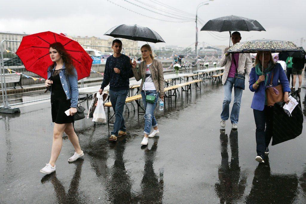 На пятницу Москве пообещали дождь, грозу и ветер