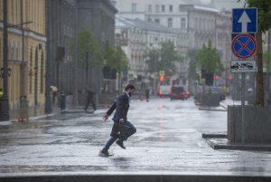 Москвичей снова ожидает ненастная погода. Фото: Артем Житенев