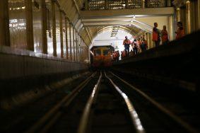На станции «Театральная» спасли пассажира