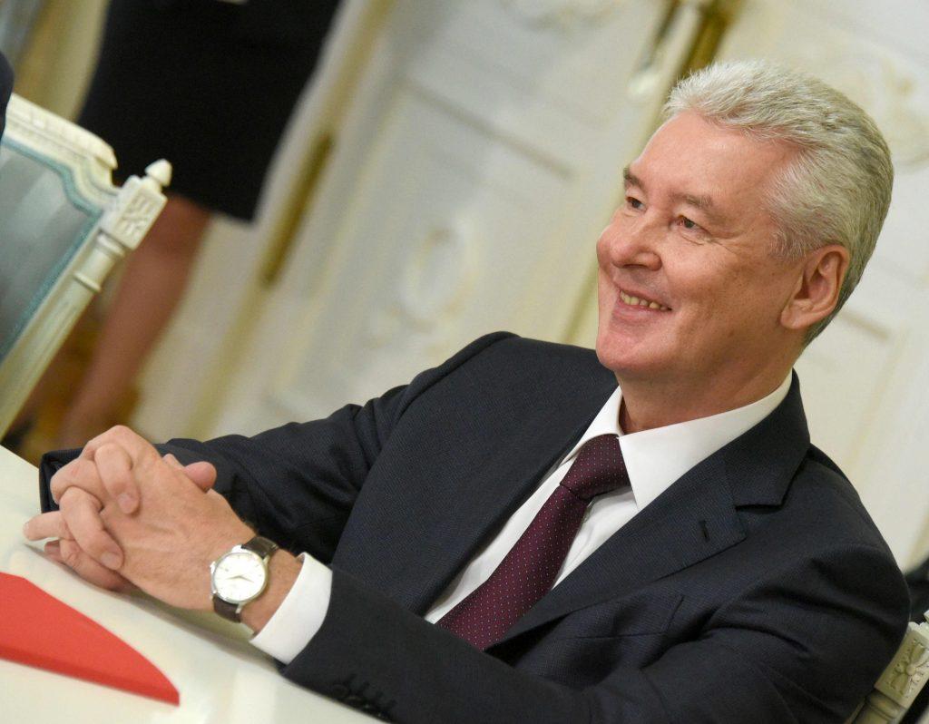 Собянин открыл Валовую улицу и Серпуховскую площадь после благоустройства