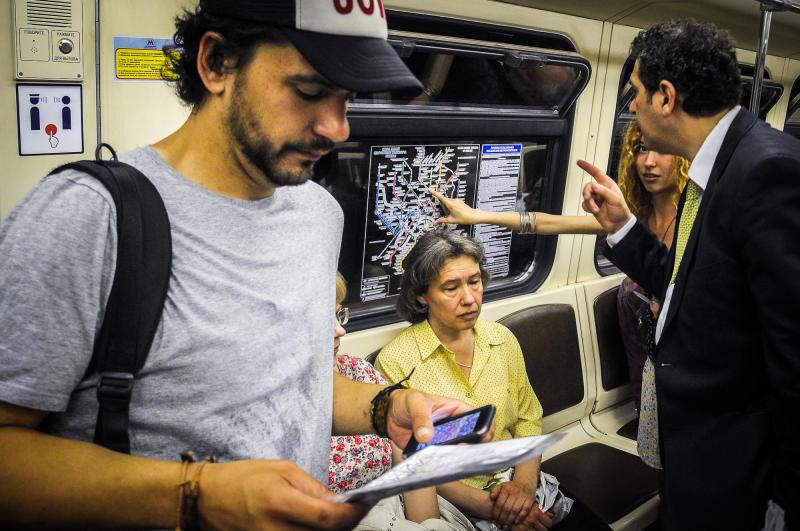 Метрополитен Москвы начал размещать плакаты с загрузкой поездов в час пик