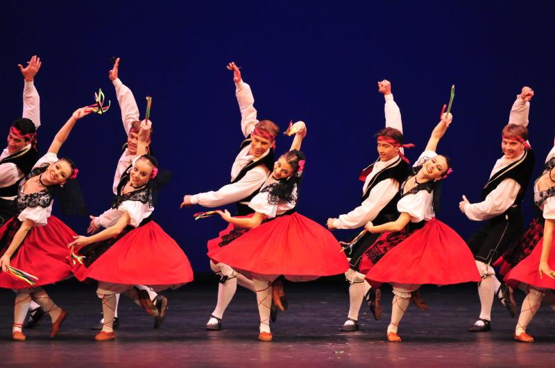 Жителей Марушкинского научат танцевать сиртаки