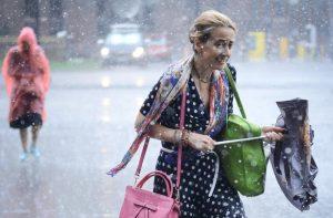 """Дождь в столице не отступает. Фото: Наталья Феоктистова, """"Вечерняя Москва"""""""