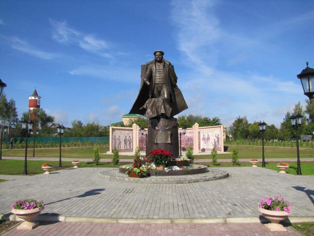 Реконструкцию площади у памятника Михаилу Кутузову завершат к сентябрю
