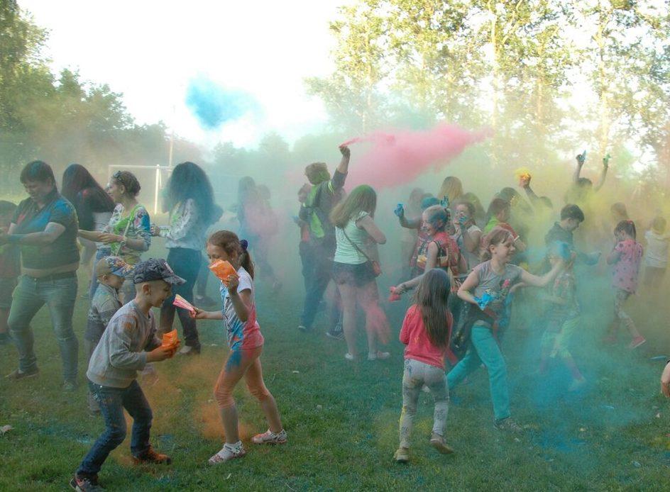 Фестиваль красок Холи состоялся в поселении Михайлово-Ярцевское