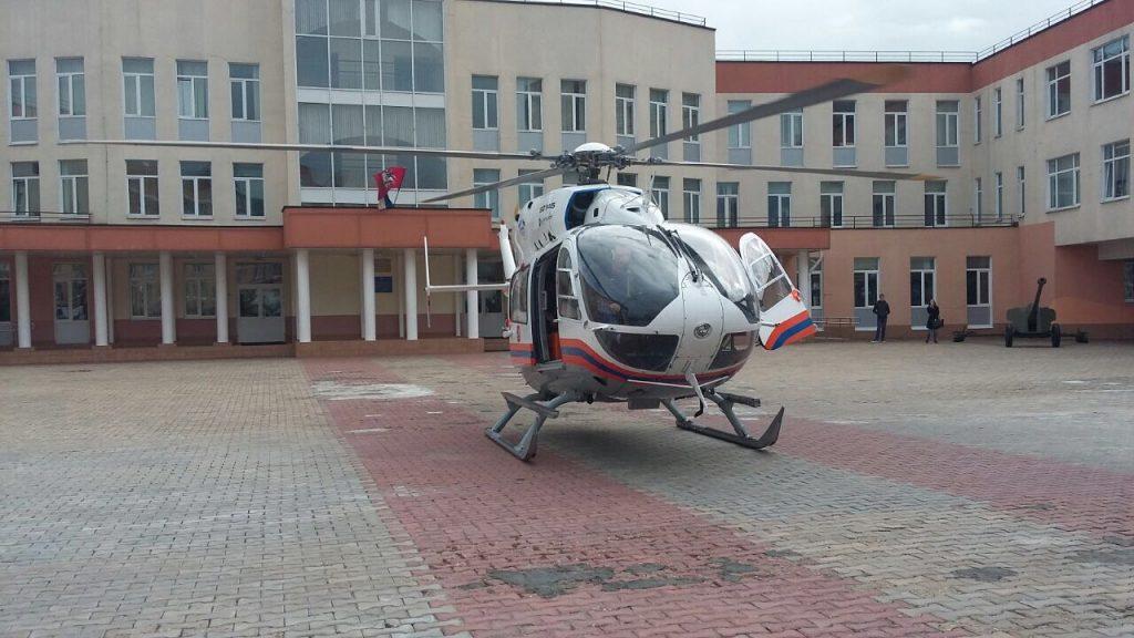 Санитарный вертолет спас малыша, упавшего из окна в Московском