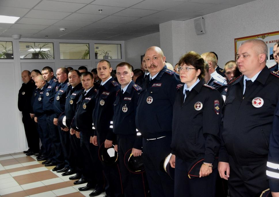 Отличившихся сотрудников полиции наградили на смотре