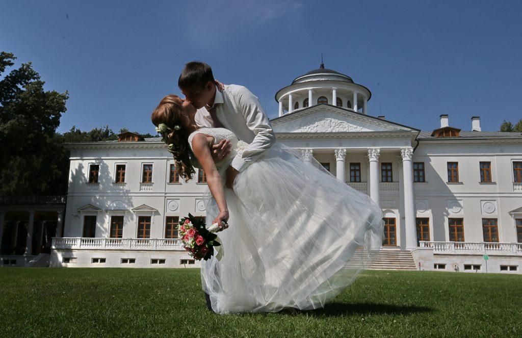 Церемонии бракосочетания вДень города пройдут в«Царицыне» и«Коломенском»