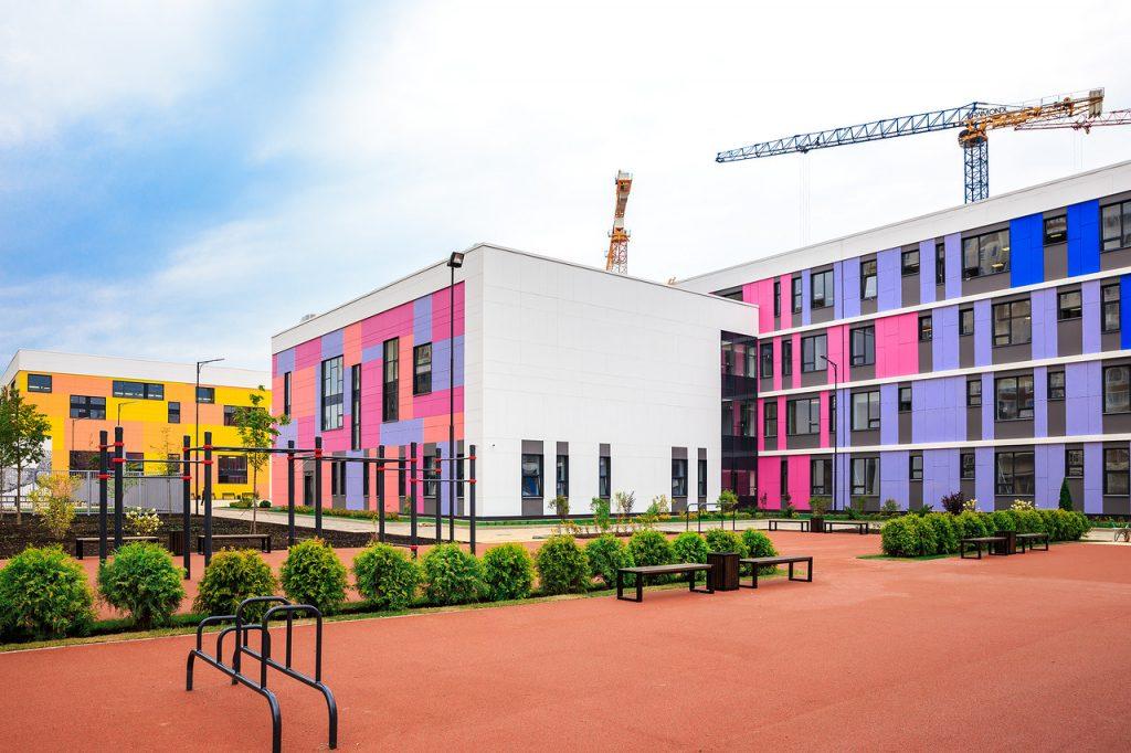 К началу учебного года в Десеновском откроется новая школа на 1357 детей.