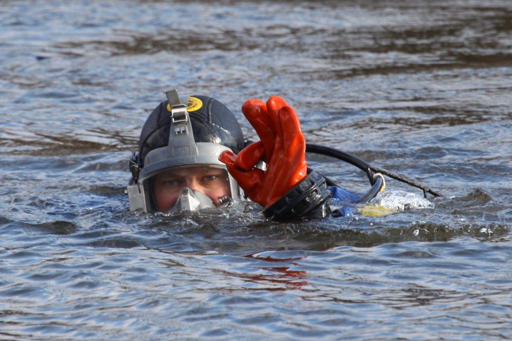 Из пруда на юге Москвы достали тело мужчины