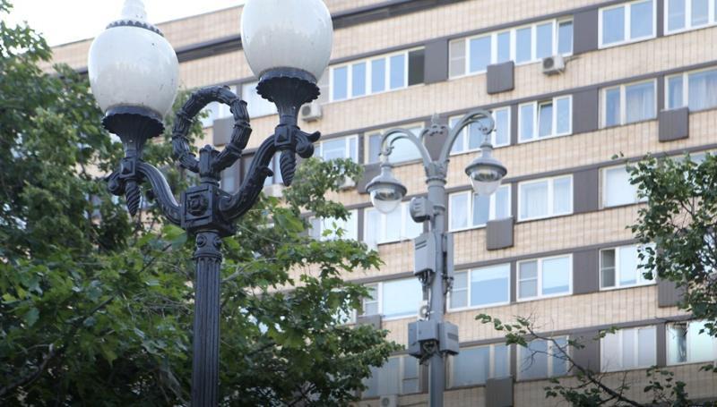 Фонарные столбы двойного назначения в центре Москвы сделают одинаковыми