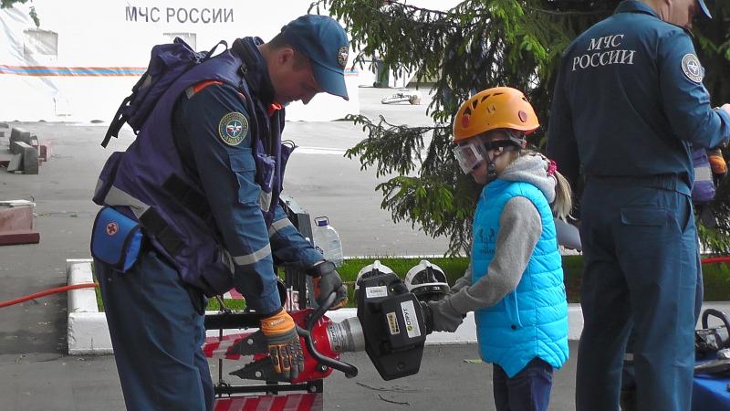 Спасатели Мосрентгена проведут для детей «Месячник безопасности»