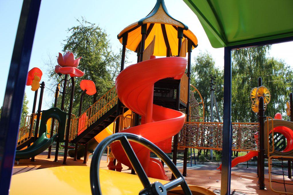 Благоустройство парка в Михайлово-Ярцевском завершается. Фото: Константина Звягин