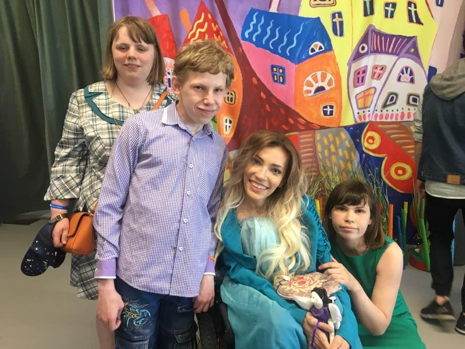 Юлия Самойлова запишет песню с воспитанниками интерната в Филимонковском