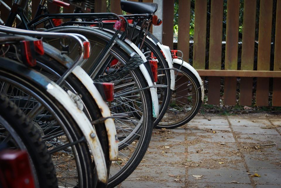 Велосипедные парковки оборудуют в Десеновском
