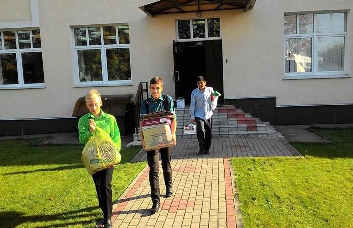 Школьники из Рязановского поучаствовали в акции по сбору макулатуры