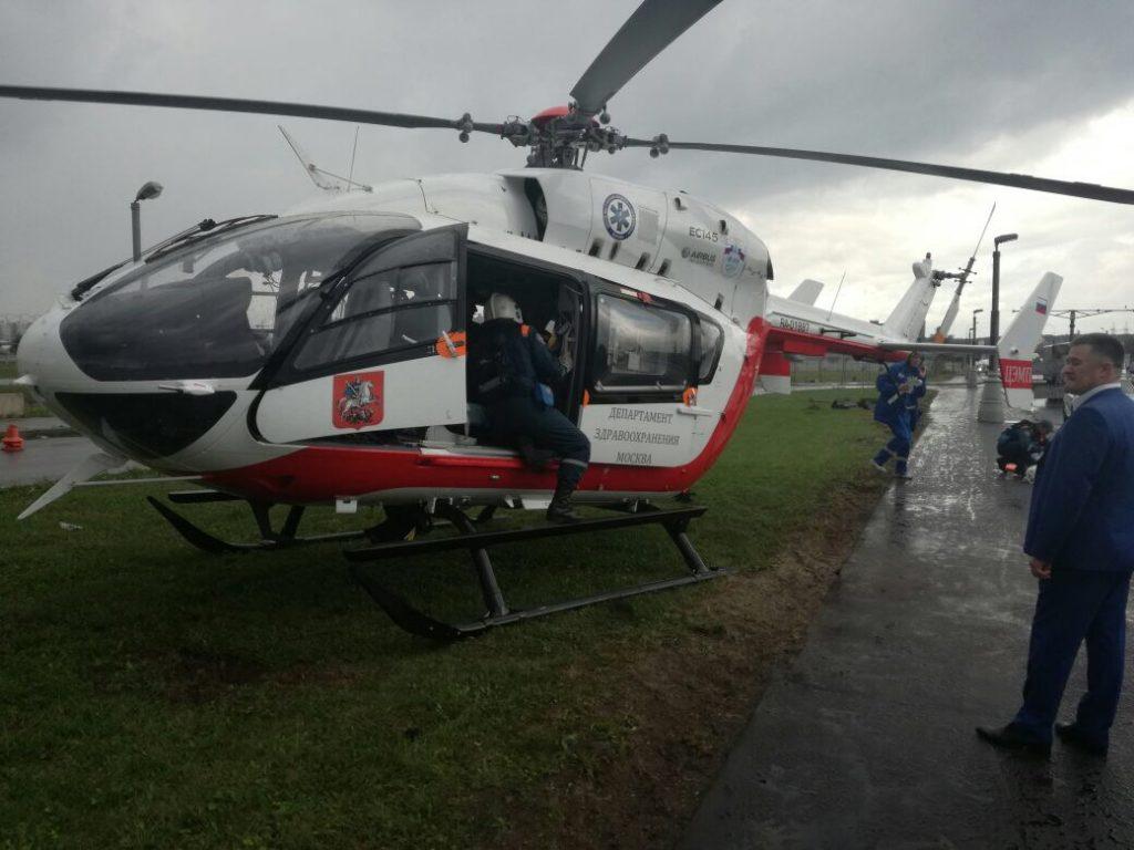 Вертолет эвакуировал ребенка после ДТП с трактором в Новой Москве