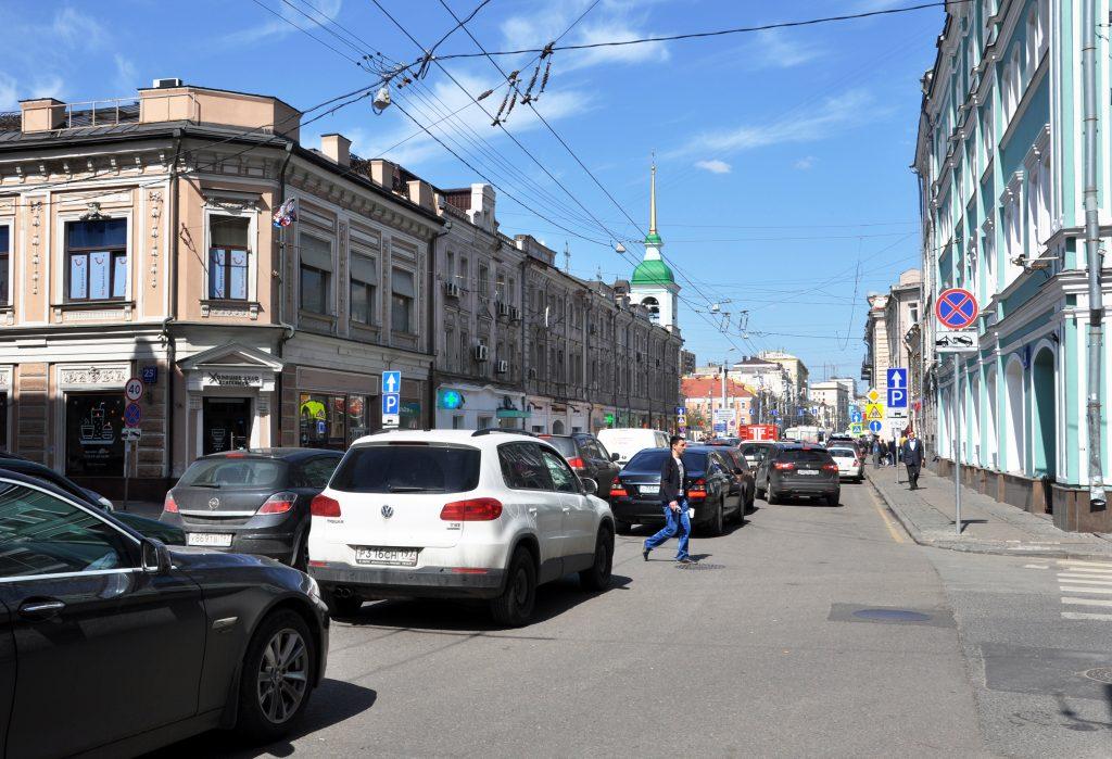 В 2014 году тротуары Сретенки были слишком узкими. Фото: Мария Деркунская/ТАСС