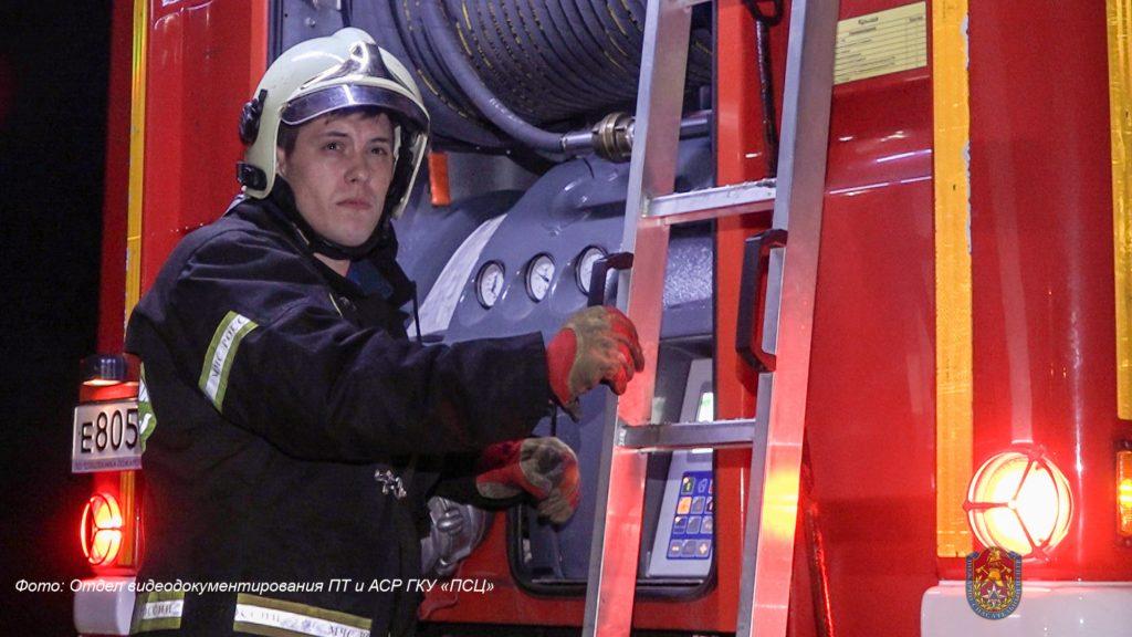 Пожарные спасли 9 человек из пожара во Внуковском