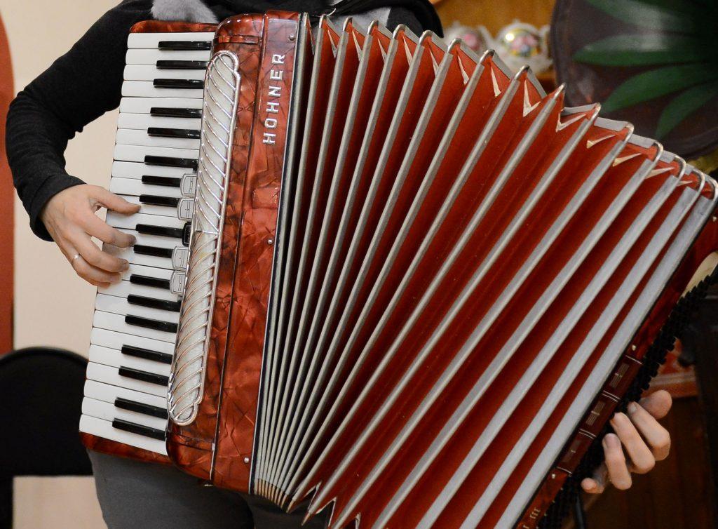 Дом культуры «Юбилейный» открыл кружок игры на аккордеоне