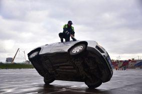 Полиция начала проверку видео после наезда на инспектора ГИБДД во Внукове