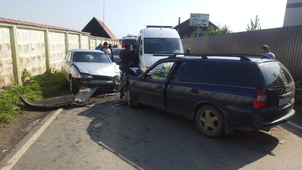 Вертолет вылетел на место ДТП в поселке Шишкин Лес