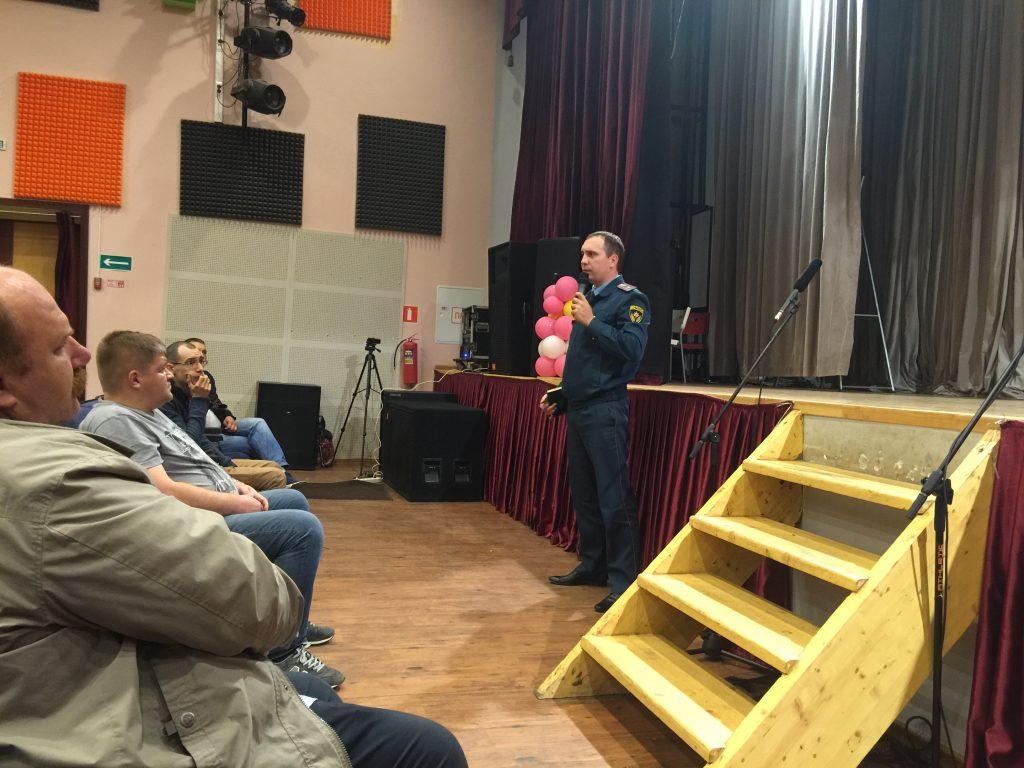 Спасатели приняли участие во встречах глав администраций с новомосквичами
