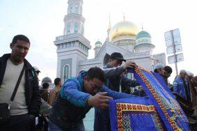 В Москве верующие начали праздновать Курбан-байрам