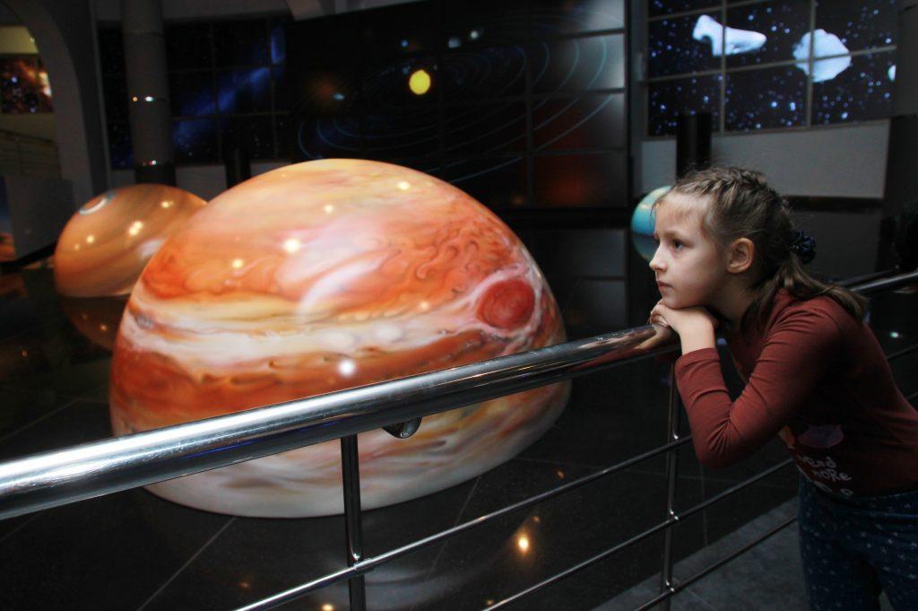 Пассажиры метро «Выставочная» в центре Москвы увидят мобильный планетарий