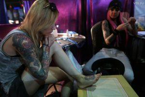 Организм татуированных людей, считают эксперты, хуже справляется с инфекциями. Фото: Анна Иванцова