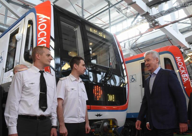 Подвижной состав «фиолетовой» линии метро заменили на 21 процент
