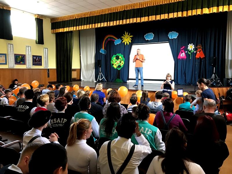 Воспитанников детского дома «Молодая гвардия» поздравили с началом учебного года