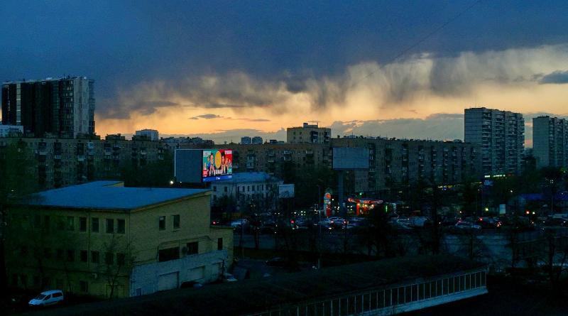 Сотрудники коммунальных служб устранили последствия непогоды в Москве