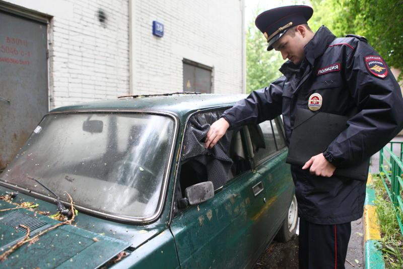 Итоги рейдов по выявлению бесхозных автомобилей подвели в Московском