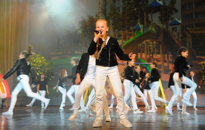 Школьники из Щербинки поздравят педагогов с профессиональным праздником