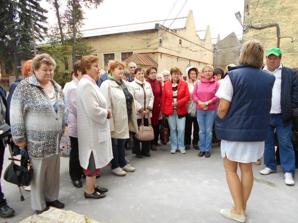Жители Первомайского побывали на заводе по производству фарфоровых изделий