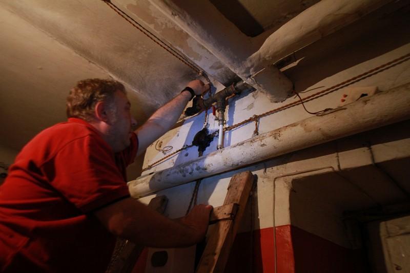 Гидроизоляцию пола сделали в подвалах жилых домов Сосенского