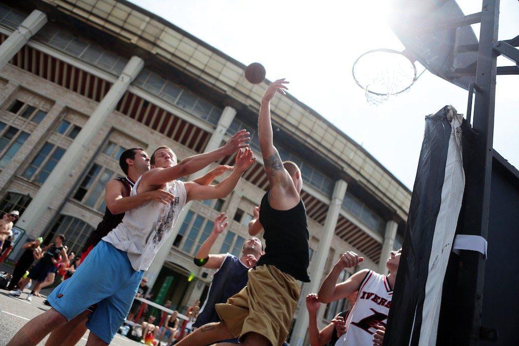 Стритболисты Сосенского одержали победу на окружных соревнованиях