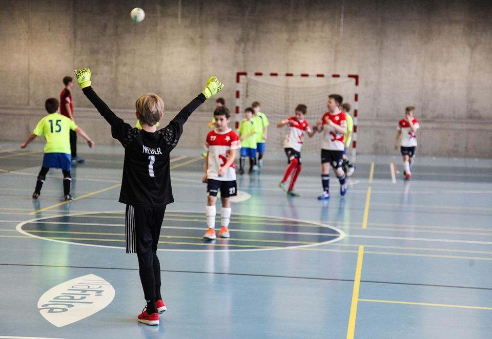 День знаний порадовал школьников футбольным уроком