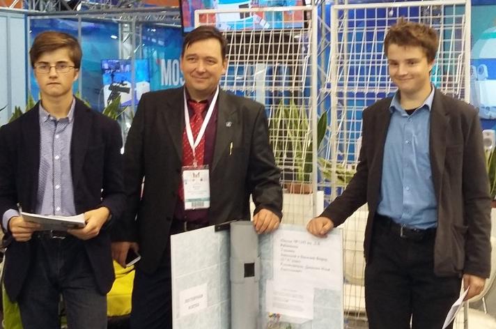 Братья Фирер из школы №1392 имени Дмитрия Рябинкина изобрели умный мусоропровод