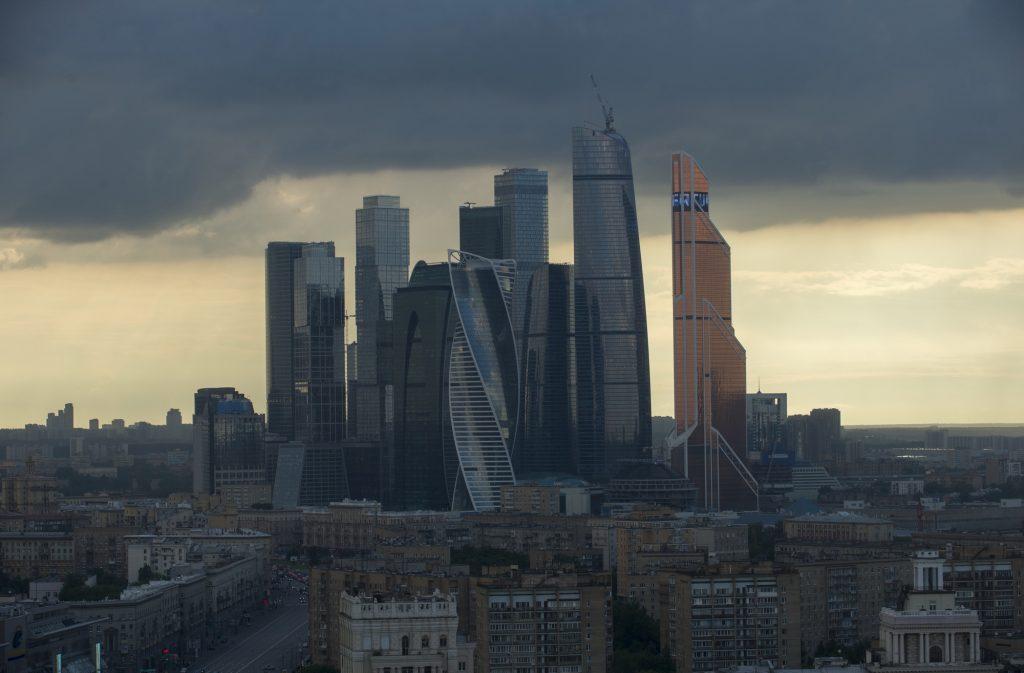 Синоптики напугали Москву экстремально низким давлением
