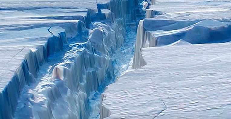 Канадцы нашли «дыру» во льду Южного Полюса