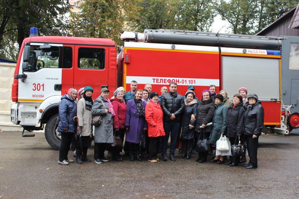 Пожилые новомосквичи побывали на экскурсии в пожарной части