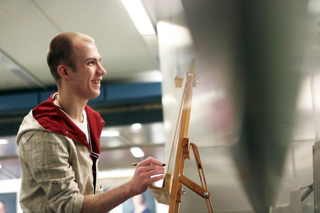 Педагог-художник из Михайлово-Ярцевского провел мастер-класс для коллег из Подольска