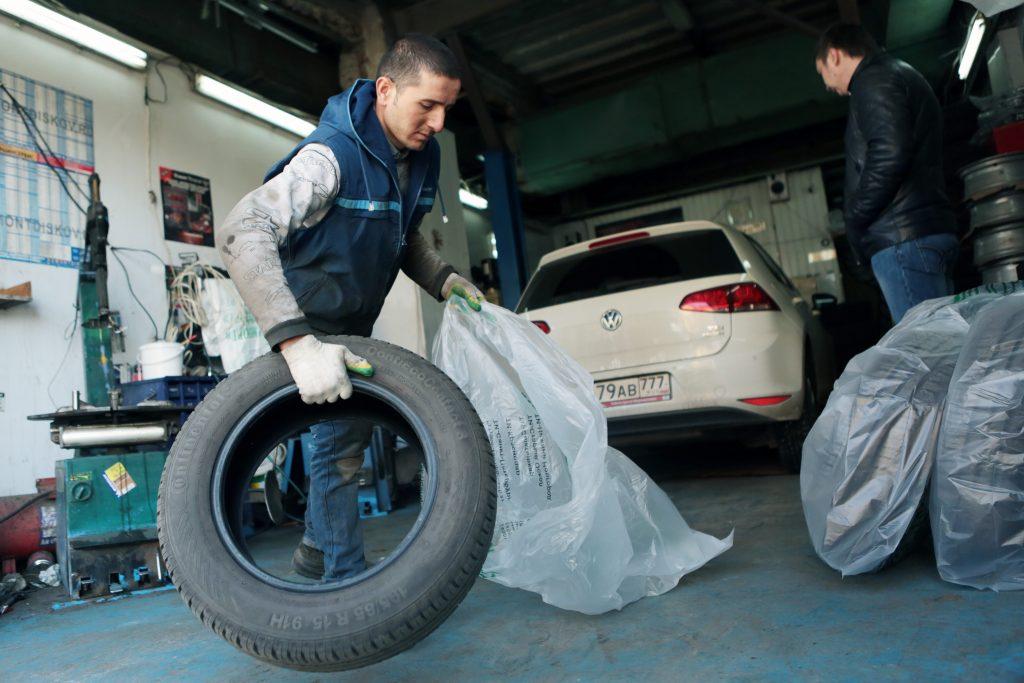 В Москве водителям посоветовали сменить летнюю резину