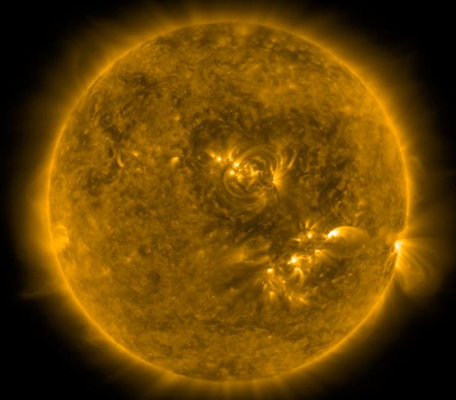 Гигантский рисунок сердца нашли на Солнце