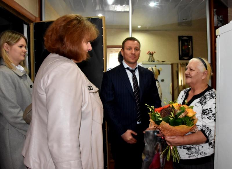 Полицейские Новой Москвы побывали в гостях у матери погибшего сотрудника